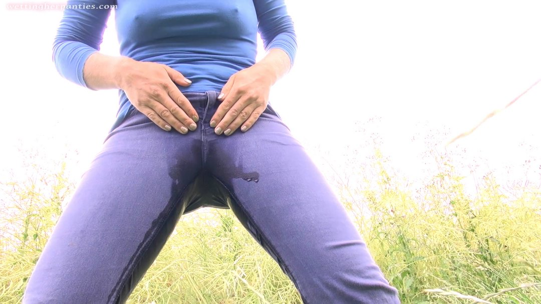 вспоминаю писсинг в штаны красиво лесбиянки мастурбируют